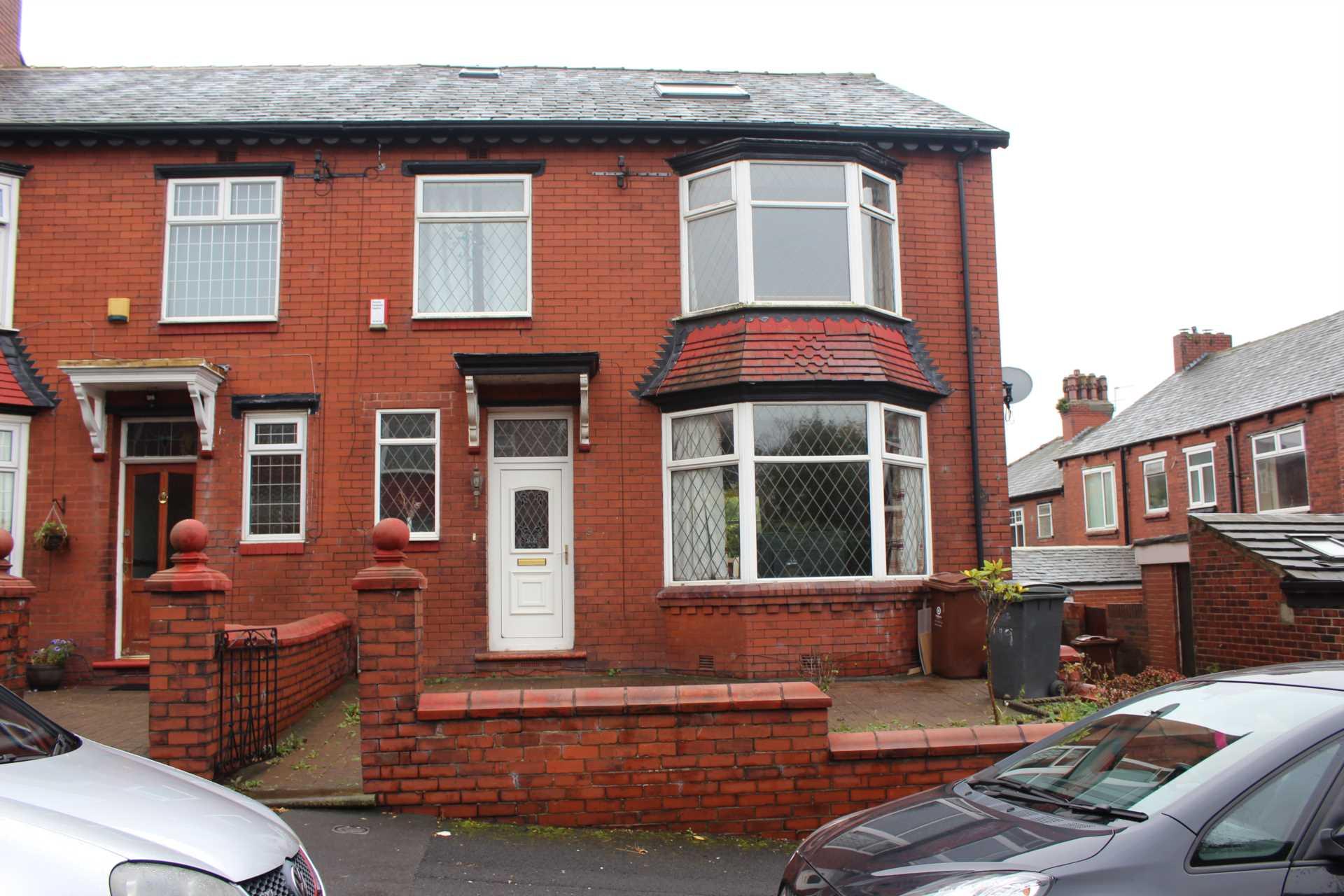Aadams Estate Agents - 4 Bedroom End Terrace, Eskdale Avenue, Oldham