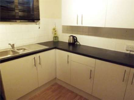 3 Bedroom Flat, Hoe Lane, Enfield