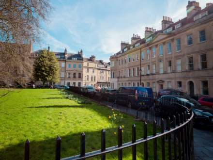 1 Bedroom Apartment, St James`s Square, Bath