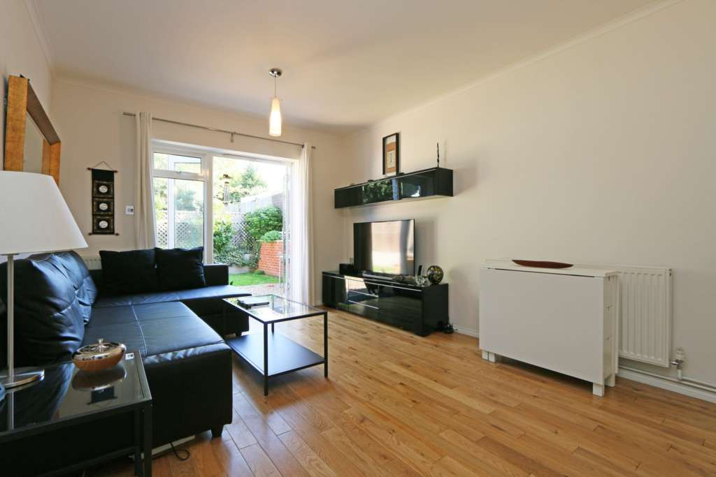 2 Bedroom Flat, Lyveden Road, London