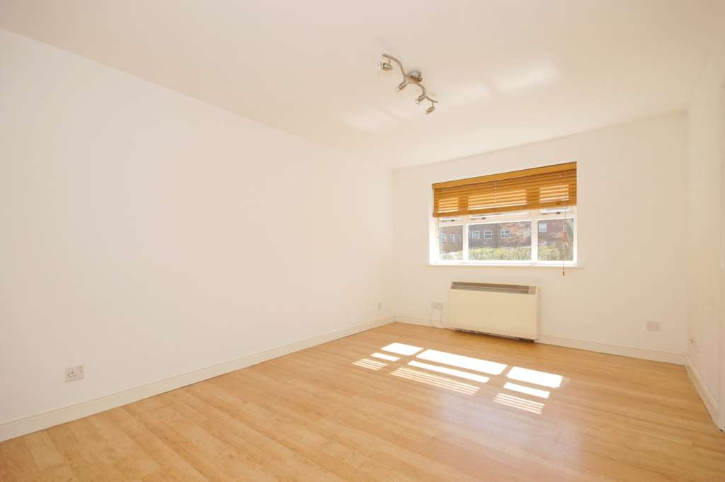 1 Bedroom Apartment, Henry Doulton Drive, Heritage Park / Tooting Bec
