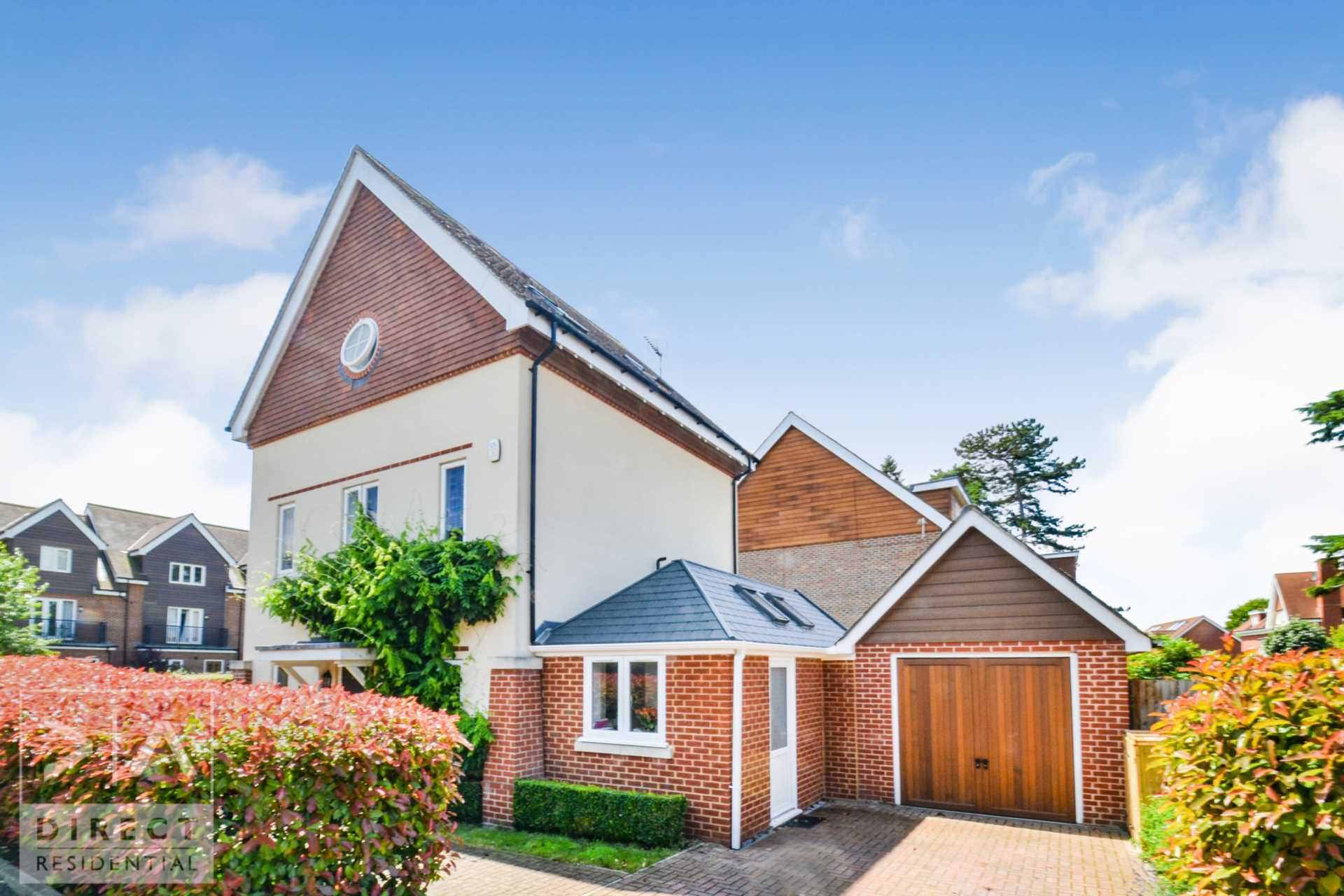 Direct Residential - 4 Bedroom Detached, Mulberry Way, Ashtead, KT21 2FE