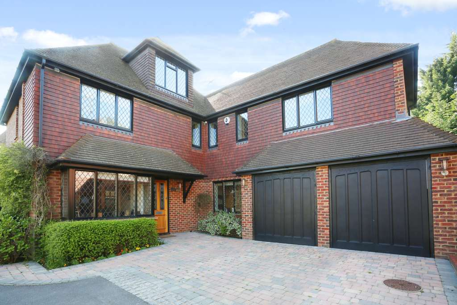Direct Residential - 6 Bedroom Detached, Park Lane, Ashtead, KT21 1DW