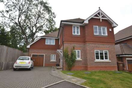 4 Bedroom Detached, Warren Farm Close, Epsom, KT17 3AJ