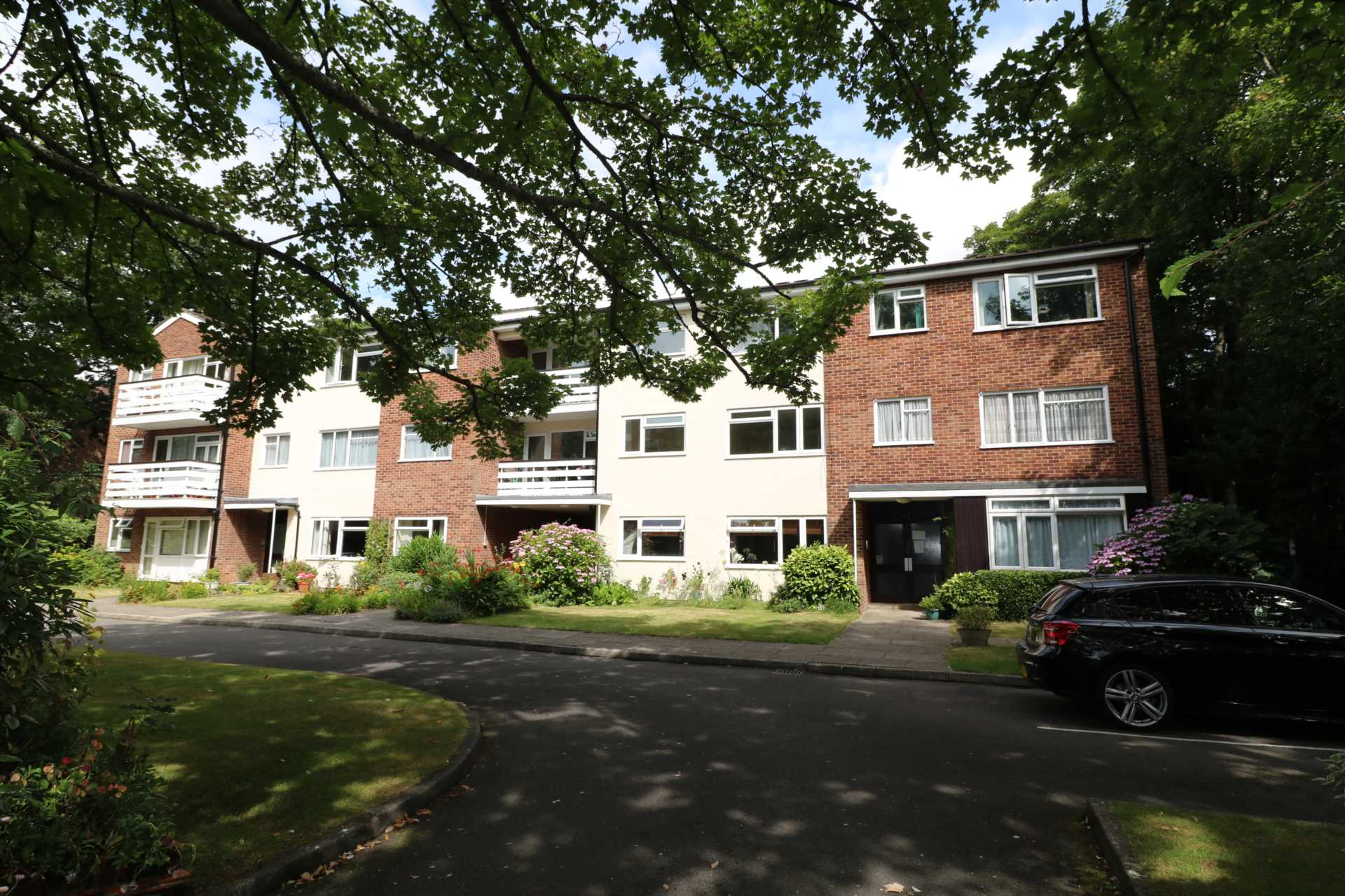 East Cliff Apartment No Chain Offers Invited £199,000