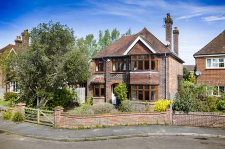 5 Bedroom Detached, Pinewood Gardens, Southborough