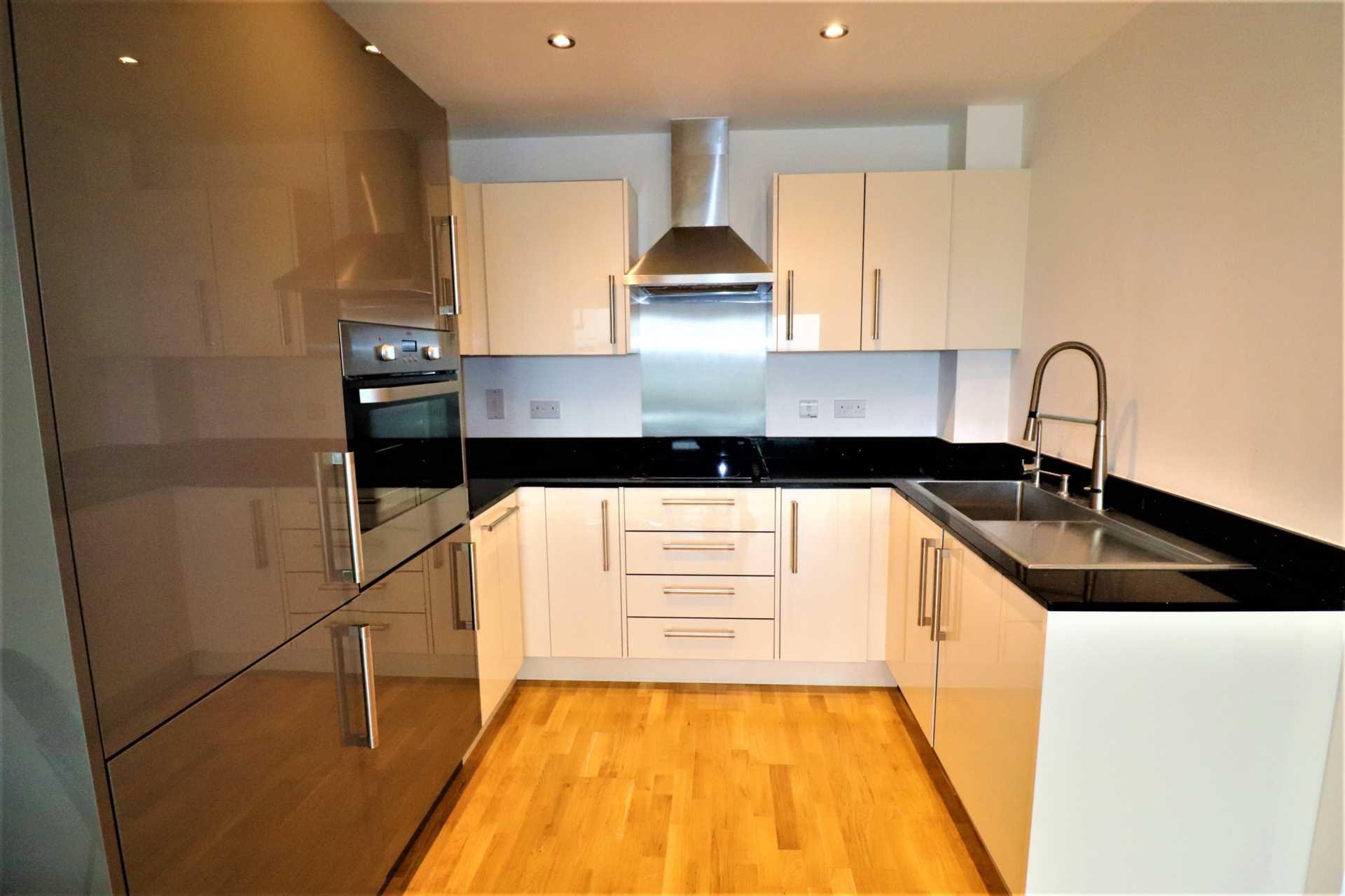 Homes 4 You Kent - 1 Bedroom Flat, Mill Pond Road, Dartford