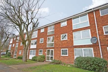 2 Bedroom Flat, Woodhall Farm