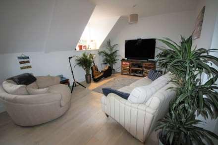 Property To Rent High Street, Alton