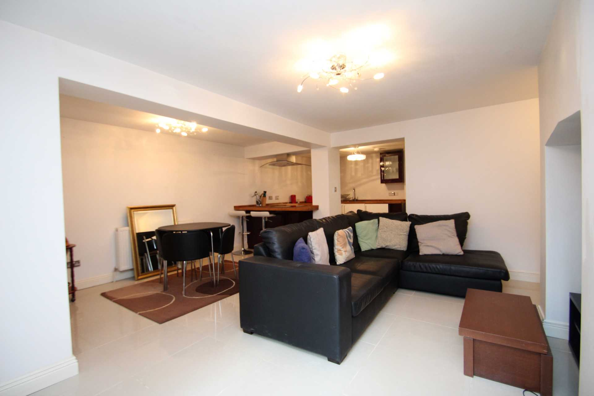 1 Bedroom Flat, Basement Apartment, Walton Street