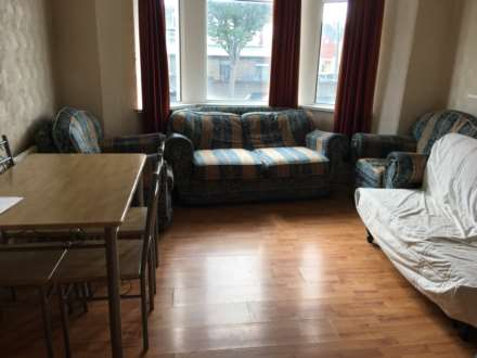 4 Bedroom Flat, Richard Street, Cathays, Cardiff, CF24 4DD