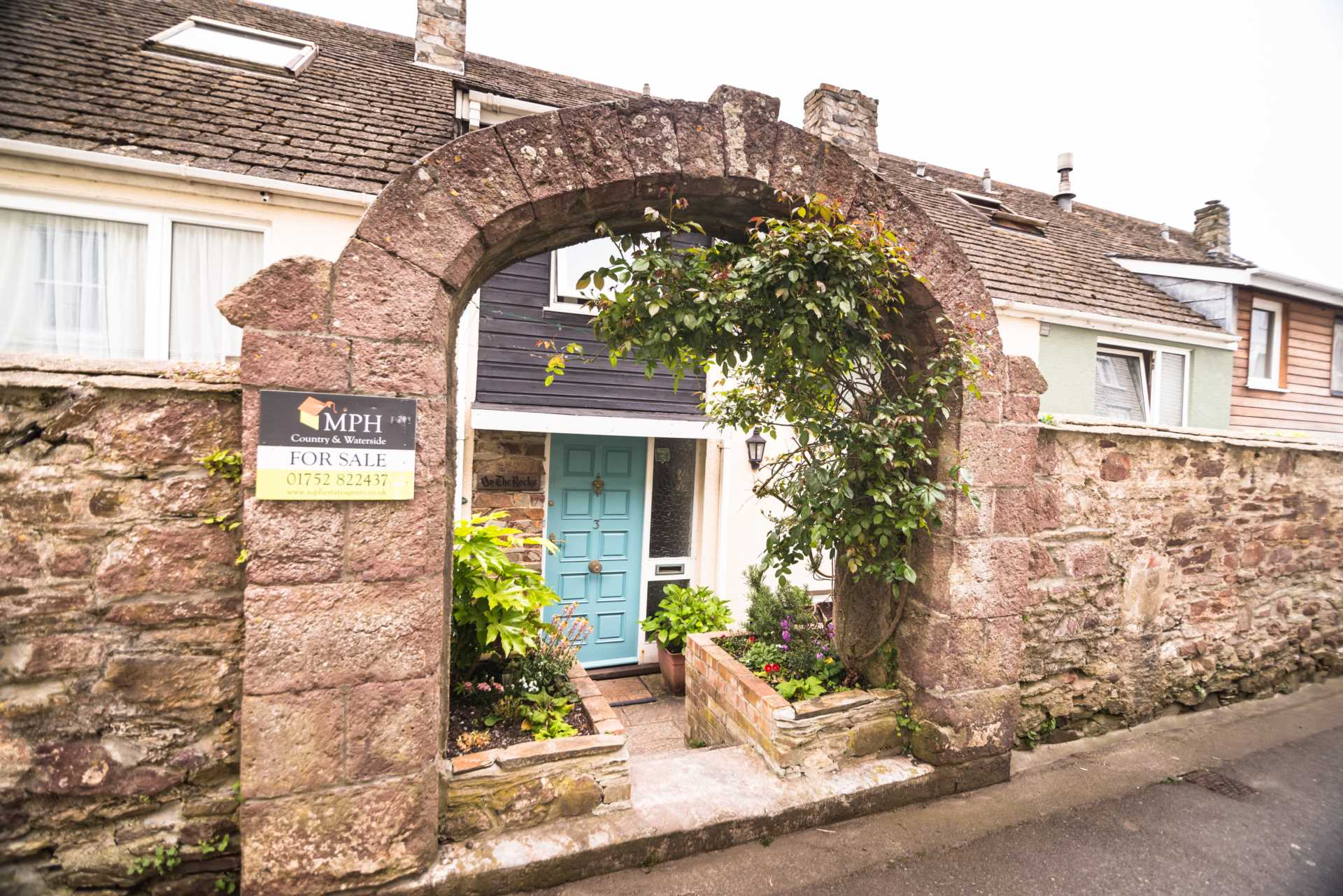 MPH Estate Agents - 3 Bedroom Terrace, The Old School House, Cawsand