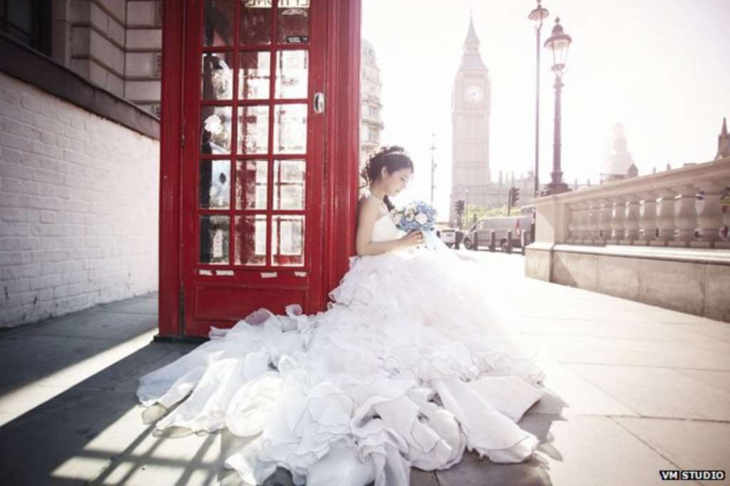 Why Chinese Couples Are Having Their Wedding Photos Taken In London
