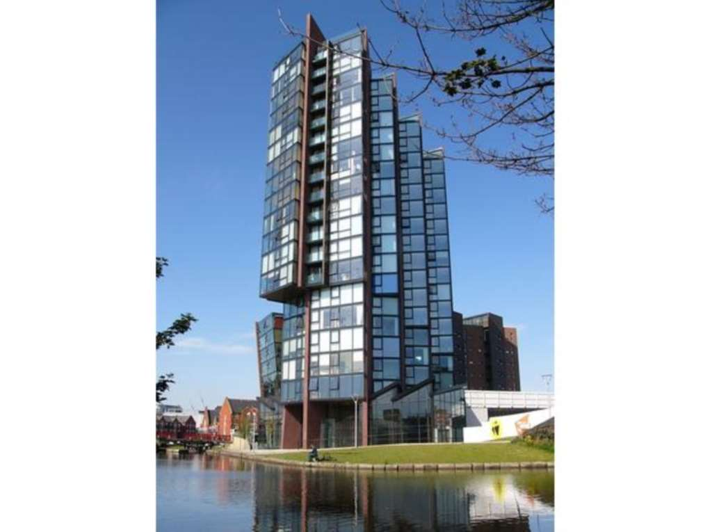 Phoenix Property Management - 1 Bedroom Apartment, Islington Wharf, Manchester