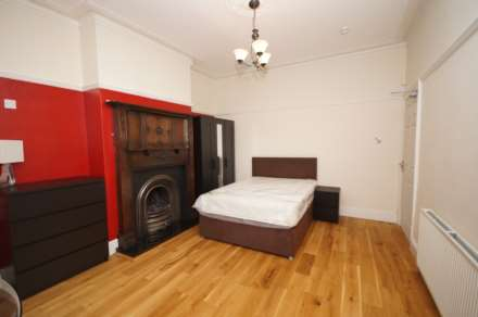 1 Bedroom House Share, Room 1,Somerset Road, Heaton