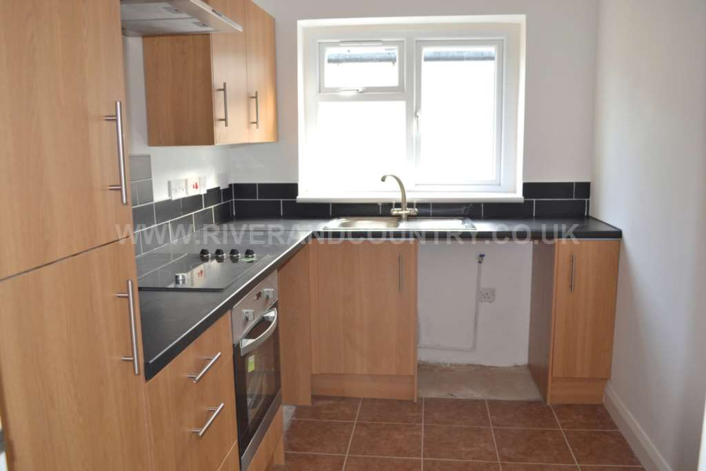 2 Bedroom Maisonette, Alfred Road, Gravesend