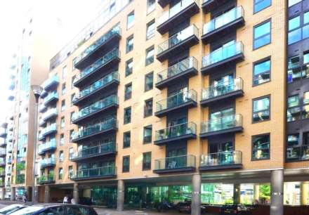 2 Bedroom Apartment, Milhourbour, London