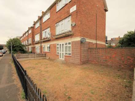 2 Bedroom Maisonette, Howard Rd, Barking