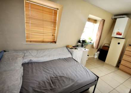 4 Bedroom Flat, Follett Street, All Saints