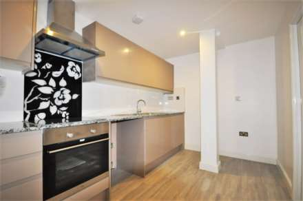 3 Bedroom Flat, Sutton Street, E1