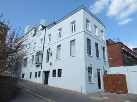 2 Bedroom Flat, High Street, Lewes, BN7 1XE