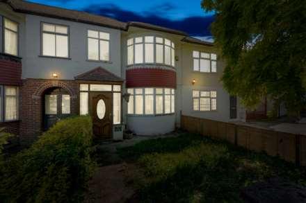 3 Bedroom Terrace, Halstead Road, Winchmore Hill, N21