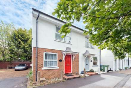 2 Bedroom Cottage, Winters Bridge Cottages, Portsmouth Road, Thames Ditton