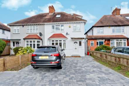 3 Bedroom Semi-Detached, Summer Road, Thames Ditton