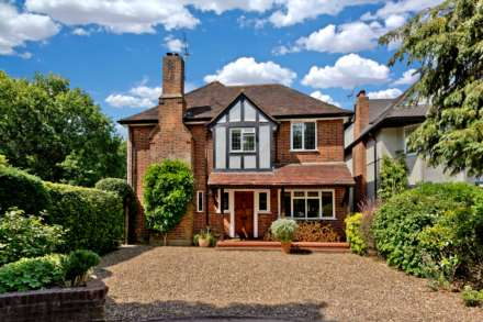 4 Bedroom Detached, Newlands Avenue, Thames Ditton