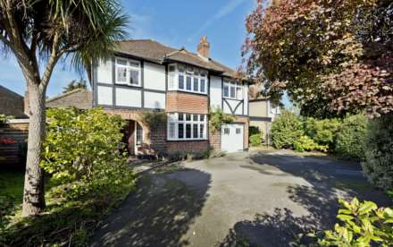4 Bedroom Detached, Home Farm Close, Thames Ditton