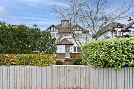4 Bedroom Detached, Riversdale Road, Thames Ditton