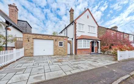 3 Bedroom Detached, Thorkhill Road, Thames Ditton