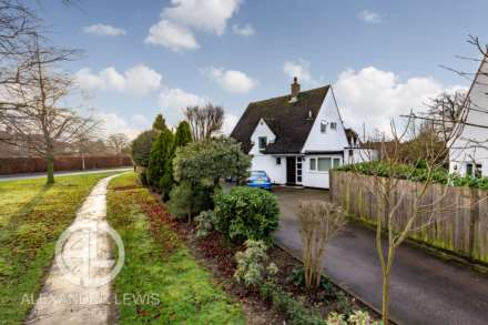 3 Bedroom Detached, Croft Lane, Letchworth Garden City, SG6 1AP