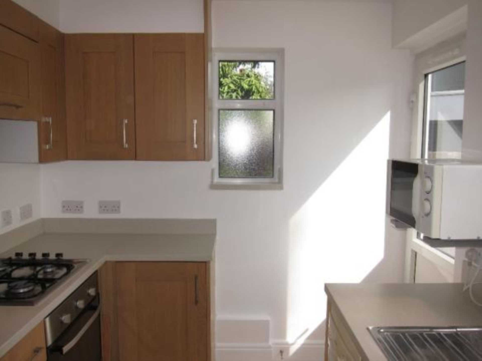 Clifton Rd, Perivale, Image 11