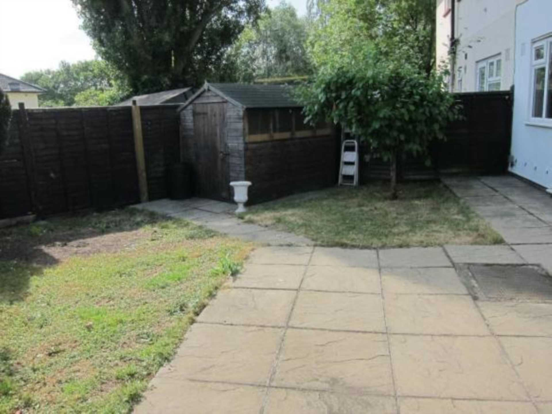 Clifton Rd, Perivale, Image 12