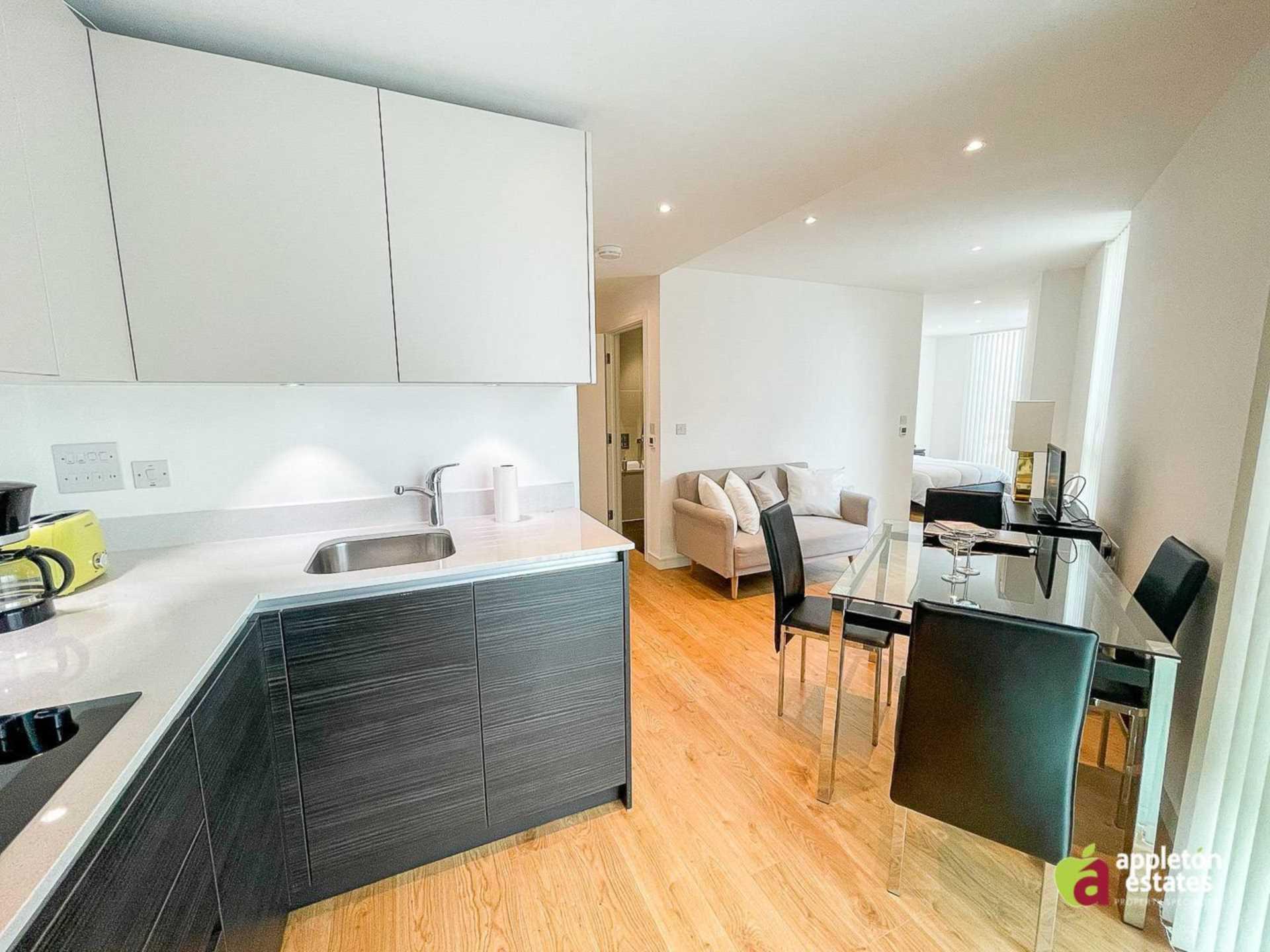 Pinnacle Apartments, Saffron Square, Central Croydon, Image 1