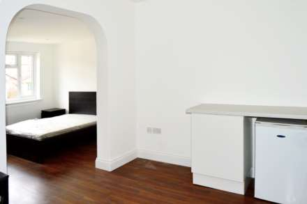 Property For Rent Park Drive, Acton, London