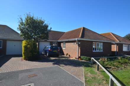 3 Bedroom Detached Bungalow, Mere Close, Bracklesham