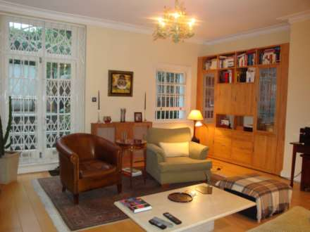 2 Bedroom Flat, Redcliffe Square, Chelsea, England
