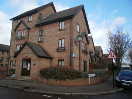 2 Bedroom Flat, Hallywell Crescent, Beckton