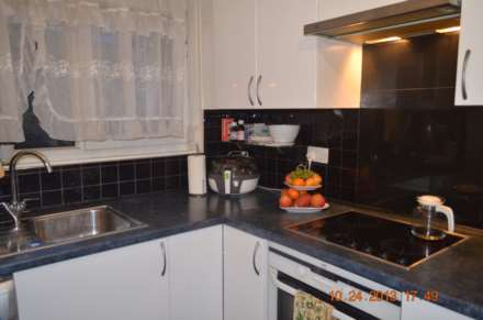 2 Bedroom Maisonette, Shetland Rd, Bow Church