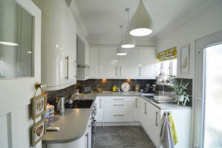 2/3 Bedroom property in St Clements, Image 17