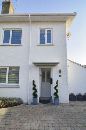 2/3 Bedroom property in St Clements, Image 2