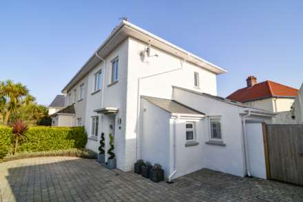 2/3 Bedroom property in St Clements, Image 3