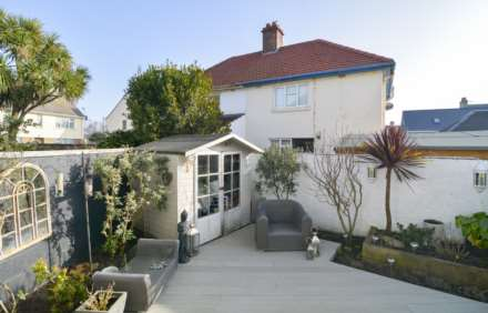 2/3 Bedroom property in St Clements, Image 6