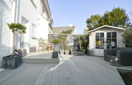 2/3 Bedroom property in St Clements, Image 7
