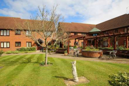 1 Bedroom Apartment, Chiltern Court, Emmer Green, Reading