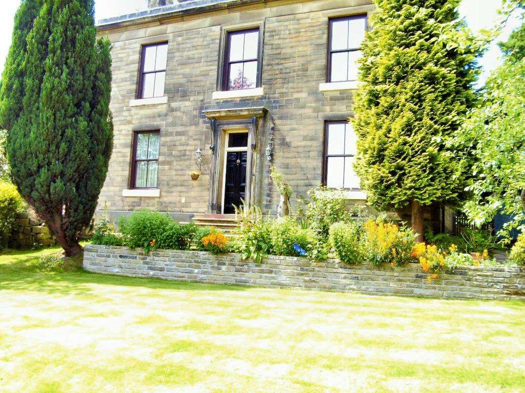 Charles Derby Estates - 4 Bedroom House, Hollingworth