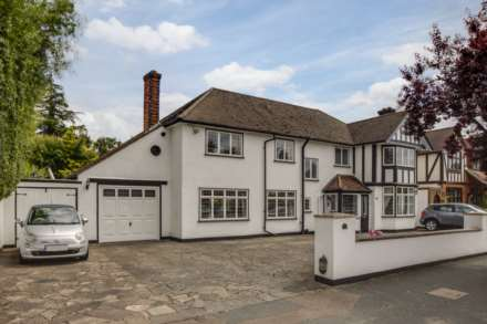 4 Bedroom Detached, Woodlands Road, Bushey