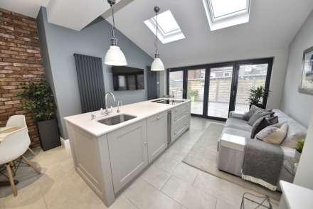 3 Bedroom End Terrace, Oldham Road, Lydgate, Saddleworth, Oldham